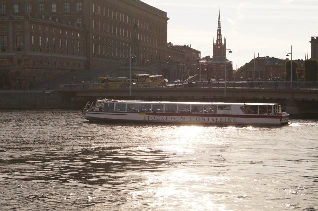 Vackra höstdagar - ta en båttur under stans alla broar