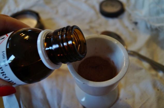 Det gäller att få rätt mängd sprit mot mängden pulver.