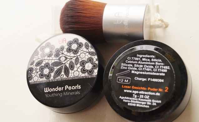 Wonder Pearls i nyans 1 och 2, med tillhörande kabukiborste.